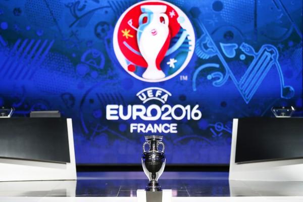 7774164397_presentation-du-trophee-de-l-euro-2016-le-23-fevrier-2014